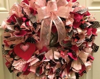 Valentine wreath/ Valentine rag wreath/ heart wreath/ heart rag wreath/ valentine wall decor/ valentine decor