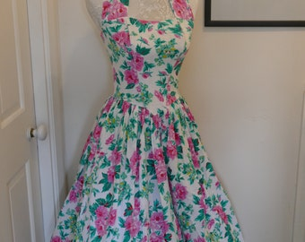 Charming 1950s Style French Floral Day Dress. Pretty as a Picture!