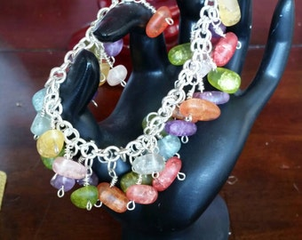 3s-0028: slver and seaglass-like beads hangy dangly bracelet