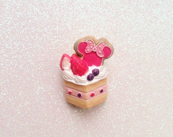 Minnie Berry Cake Brooch // Pin