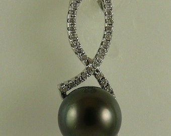 Tahitian Black 11.2 mm Pearl Pendant With 18K White Gold and Diamonds 0.37ct