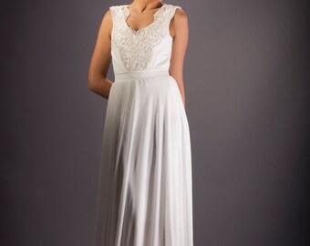 Boho chic Wedding dress, V neckline, Ivory wedding dress, Lace Floral  Bridal dress, Open back Bridal dress