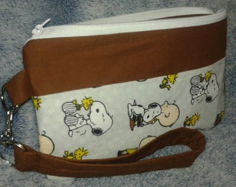 Snoopy wristlett, Zippered pouch