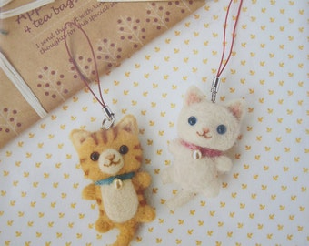 White and Tabby Cat - Felt Wool Phone Strap Handmade Kit - Handicraft Accessory Kitten Easy to Make DIY Hamanaka Made in Japan