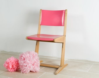 "School Chair vintage ""Surya AP"" 60s signed Casala, wooden, revisited, adult size in pink raspberry"