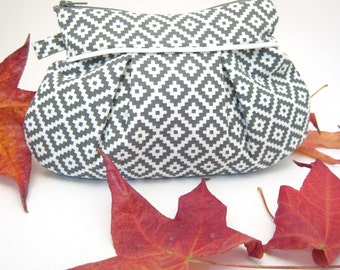 "Pleated Zipper Pouch - Grey Aztec Print ""Silver"""