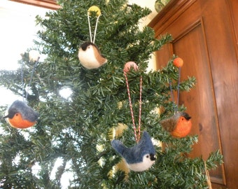 Ornaments with ball of wool, Winter bird ornaments winter birds