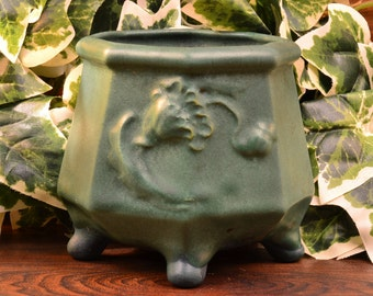 Weller Pottery Bowl, 1915 Bedford Matt Roses Footed Bowl