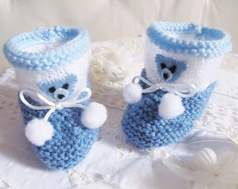 small baby shoes 1 to 3 months blue and white wool