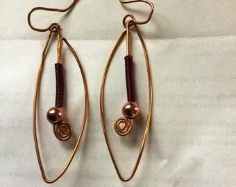 Copper wire earrings with red wire accent
