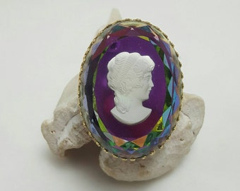 Cameo Style Glass Pin
