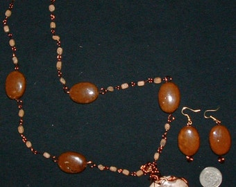 Natual Honey Stone with pebbles