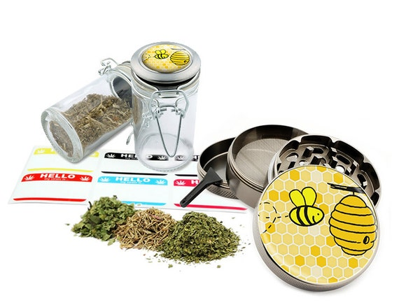 "Bee - 2.5"" Zinc Alloy Grinder & 75ml Locking Top Glass Jar Combo Gift Set Item # G50-G82615-4"