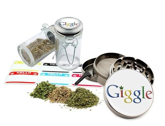 "Giggle - 2.5"" Zinc Alloy Grinder & 75ml Locking Top Glass Jar Combo Gift Set Item # G50120915-7"