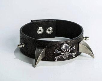 Skull and Fang Collar