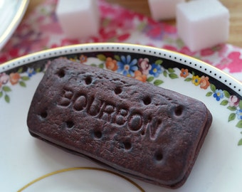 Biscuit Polymer Clay Magnet – Bourbon Biscuit – Polymer Clay Magnet – Handmade Fridge Magnet – Food Jewellery