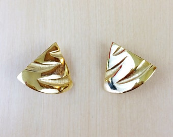 80s Gold Tone Triangle Earrings - Clip On Earrings - Signed TAT Earrings - Gold Earrings - 80s Earrings - 80s Large Earrings