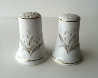 Vintage Salt and Pepper Shaker - White - Salt and Pepper Shaker - Kaysons - SALE
