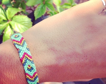 Brazilian bracelet with blue or pink clasp