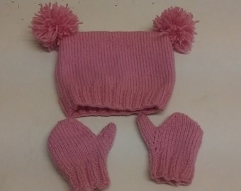 Pink pompom hat and mittens