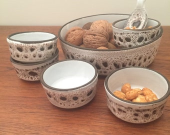 Peanut scale with five bowls and spoon. Pottery.