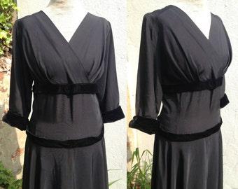 Vintage 1950s New Look black dress with velvet trim and full skirt Size Medium