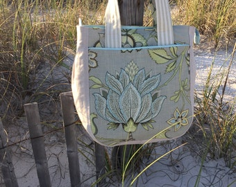 Floral tote bag with pockets and zipper