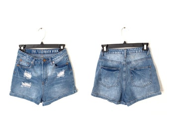 1990's High Waisted Denim Jean Shorts / Slightly Distressed Jean Shorts / Size 2