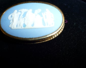 Blue and white Wedgwood oval pin