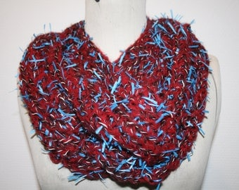 Col, snood, plum necklace is hand wool crochet and its filoches