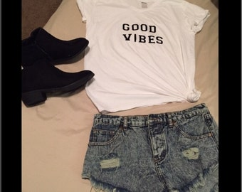 Good vibes Vneck tee