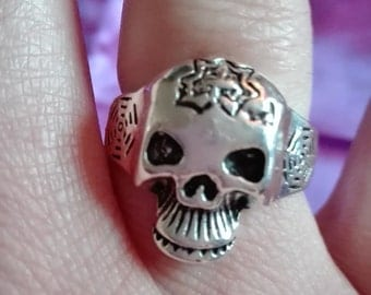 stainless steel spider web skull ring size R