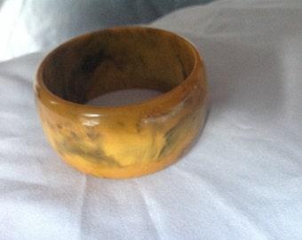Vintage chunky end of day butterscotch/Carmel Bakelite bangle bracelet
