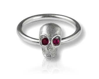 Ring Silver narrow skull with red eyes, delicate skull ring, gifts for her, Rockabily, Rockabella