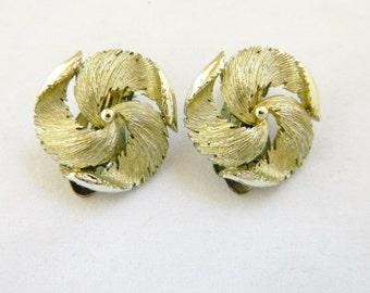 "Vintage Lisner Round Swirl Geometric Earrings Clip On Retro Mod Gold Tone 3/4"""