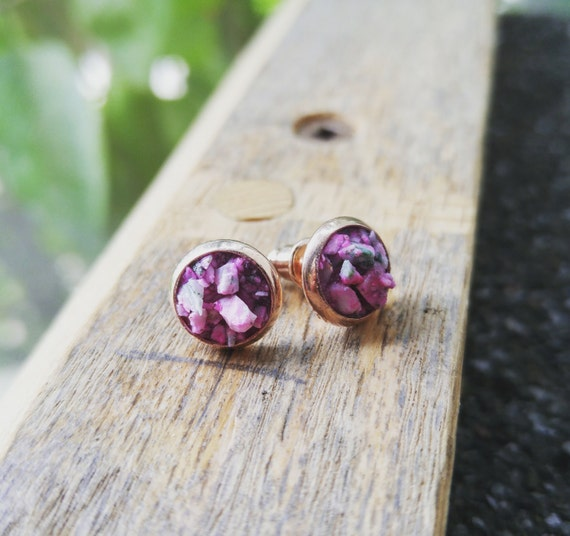 Pink Crushed Stone : Breast cancer awareness pink thulite crushed stone with rose