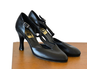 Vintage 1970's, 1920's Inspired, T-Strap, Mid-Rise High Heel, Pump, Shoes