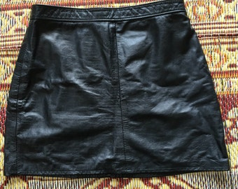 Fully lined leather mini skirt