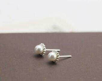 freshwater pearl earrings, sterling silver pearl earrings,pearl earrings,bridal earrings,bridesmaid earrings,freshwater pearl stud earrings