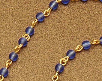 Azure spectacle chain : Sky blue glass beads on gold-plated links
