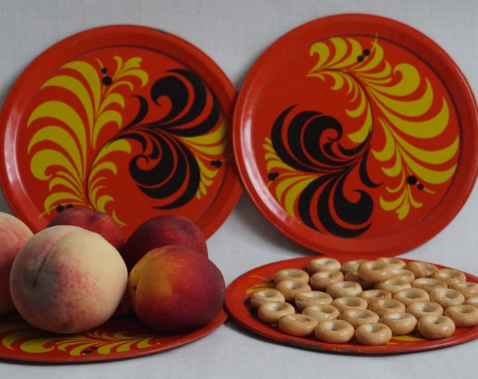 set 4 metal trays folk painting - round tray - red trays - vintage metal trays - serving tray - vintage USSR