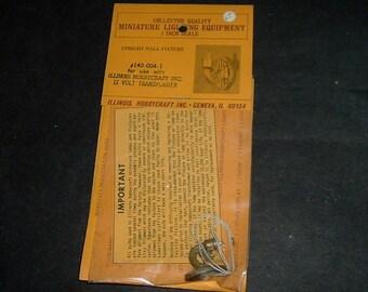 Miniature UPRIGHT WALL FIXTURE (Illinois Hobbycraft Inc.)
