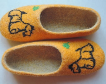 felted slippers with dog  home shoes women slippers Woolen clogs natural wool scottish terrier