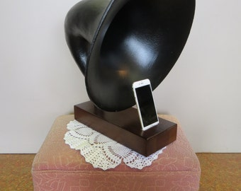 Original Vintage Horn with Ipod Dock