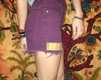 High waisted shorts with strip