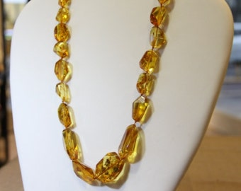 Classic design Baltic amber necklace