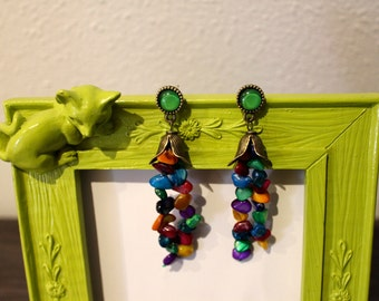 Earrings with colored stones