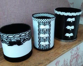 Lot of 3 decorated boxes
