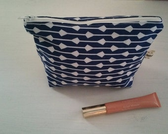 Lined makeup bag. Cosmetic bag. Toiletry bag pouch