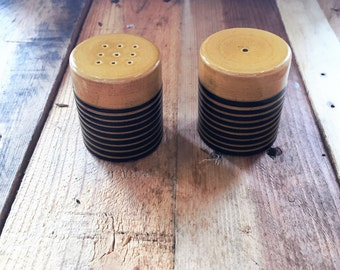 Vintage 1970s Brown and Yellow Ceramic Salt and Pepper Shakers / Retro Salt and Pepper Shakers / Bee Salt and Pepper Shakers